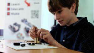Assemble a miniature computer with Tinusaur kits